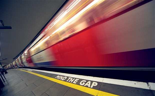 Metropolitana Londra: mind the gap